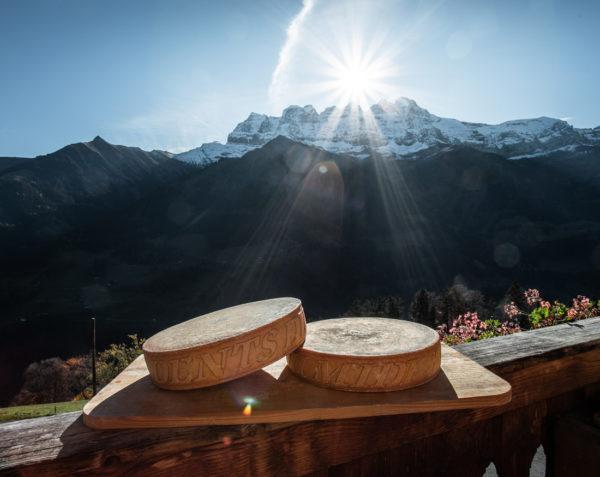 Fromage à raclette de la ferme des Lisats à Val d'Illiez produits frais de la vallée