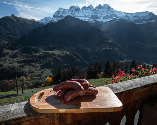 Saucisses de la ferme des Lisats à Val d'Illiez produits frais de la vallée