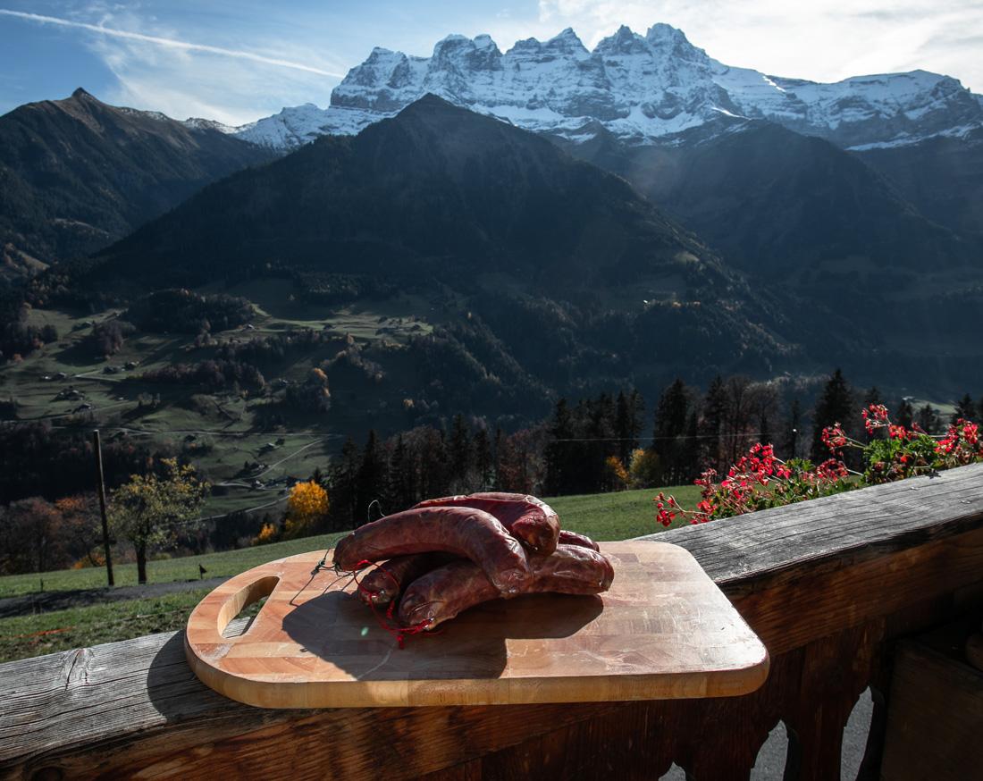 Saucisse du Valais du Chablais produit par Laurant Ecoeur à la ferme des Lisats avec les Dents du Midi