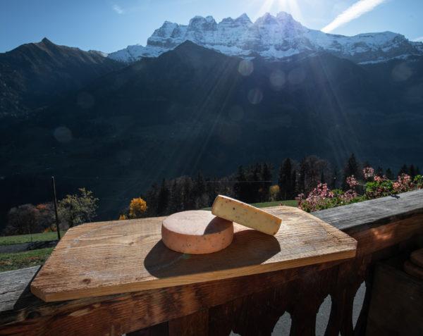 Tomme au poivre de la ferme des Lisats à Val d'Illiez produits frais de la vallée