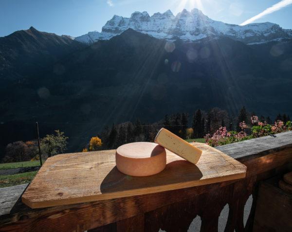 Tomme nature de la ferme des Lisats à Val d'Illiez produits frais de la vallée